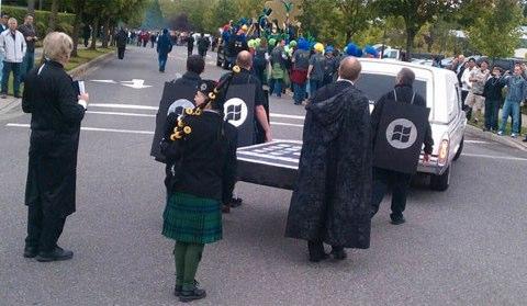 Al funerale dell'iPhone, organizzato da Microsoft..c'era anche Android..
