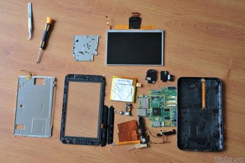 Dell Streak 7 fatto a pezzi (video)