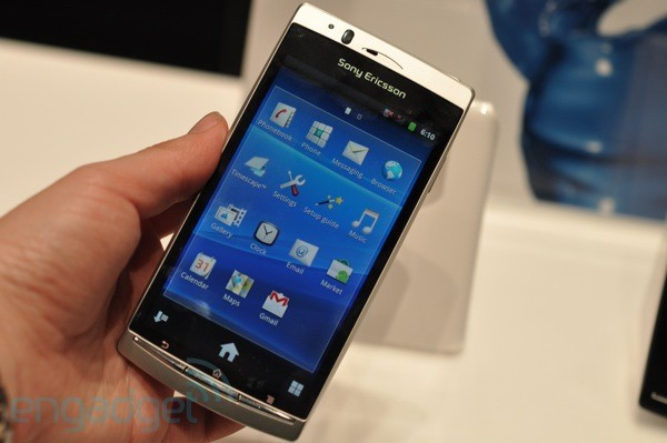 Sony Ericsson Xperia Arc annunciato; specifiche tecniche, foto, video e primi hands-on
