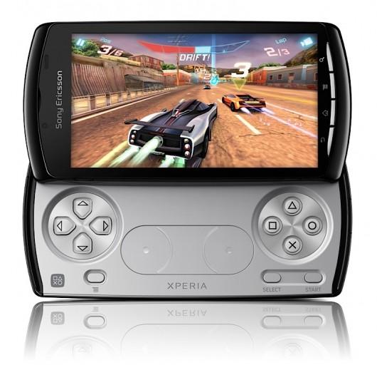 Sony Ericsson Xperia Play presentato, in vendita da Marzo