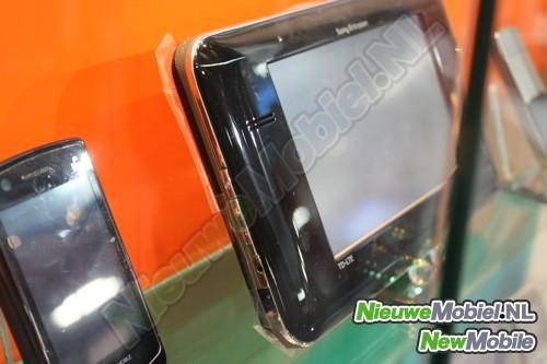 Trapelate foto di un prototipo di tablet Sony Ericsson