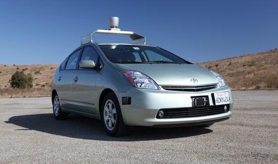 Non solo Android: Ecco l'auto di Google che si guida da sola (video)