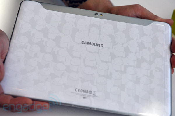 Samsung Galaxy Tab 10.1 Limited Edition (white) in video