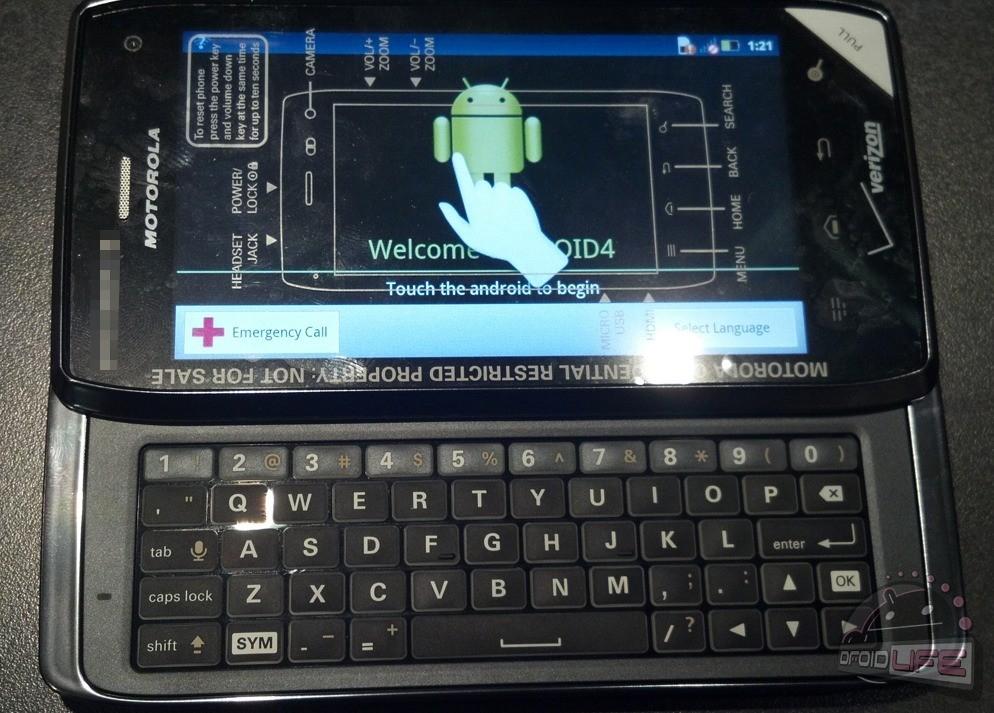 Motorola Droid 4: prime foto live del nuovo smartphone Android