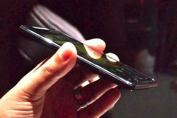 Motorola Razr: micro SIM e nuovo spot