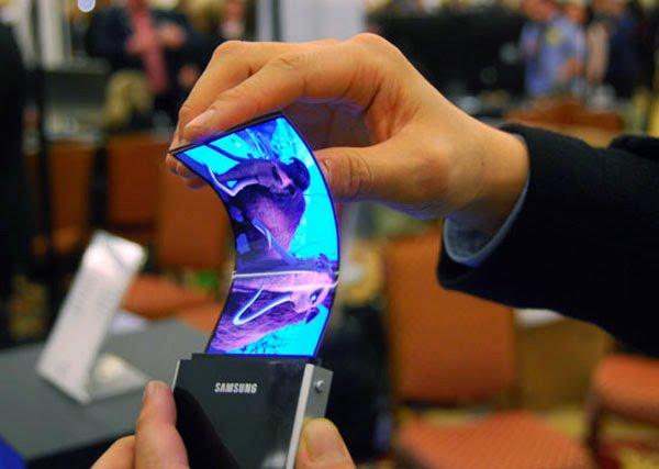 Samsung brevetta i display flessibili: nel 2013 nei primi device Android?