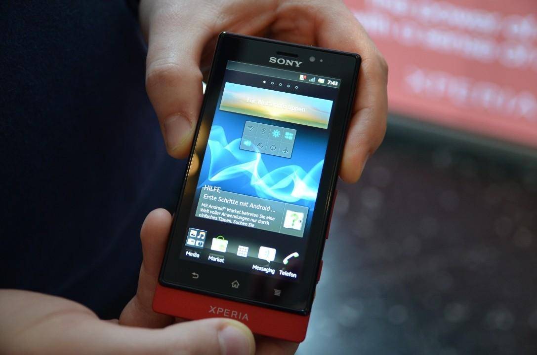 Sony Xperia Sole: ecco il primo video hands-on