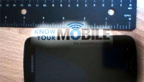 Samsung Galaxy S 3, una foto ne mostra le dimensioni