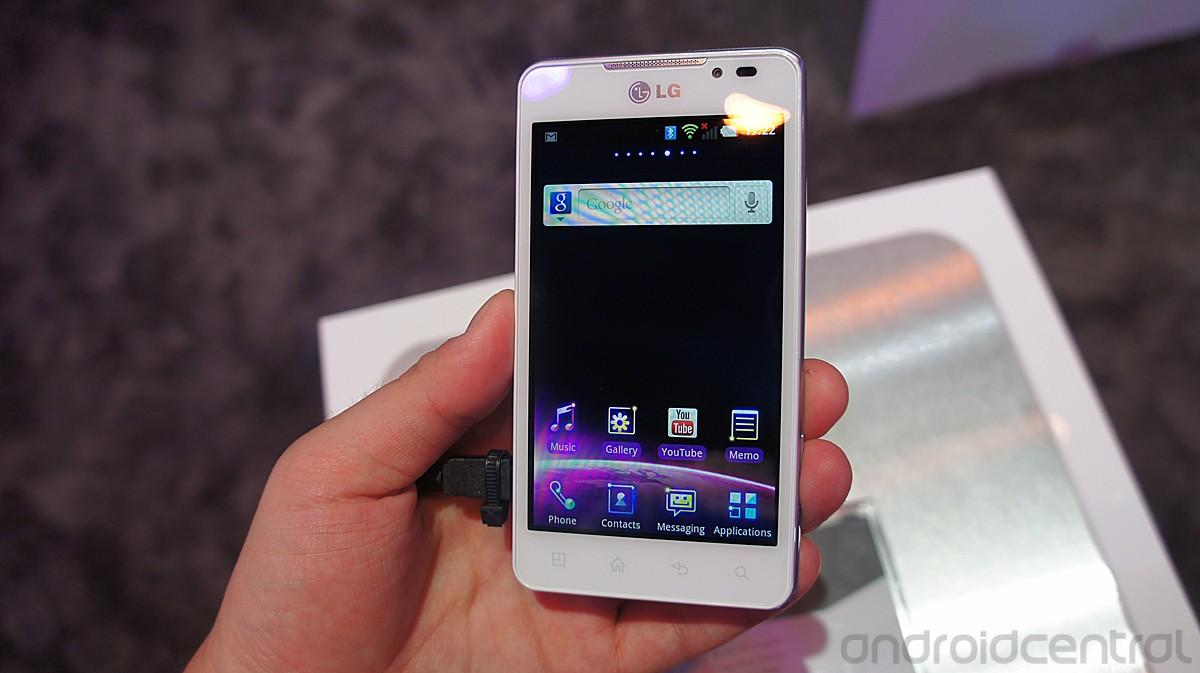 LG Optimus 3D Max: foto e video hands-on della versione bianca