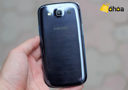 Samsung Galaxy S III Pebble Blue: scomparso il difetto alla cover posteriore