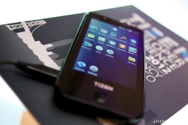 Il prototipo di Tizen-phone di samsung monterebbe un Super AMOLED Plus HD