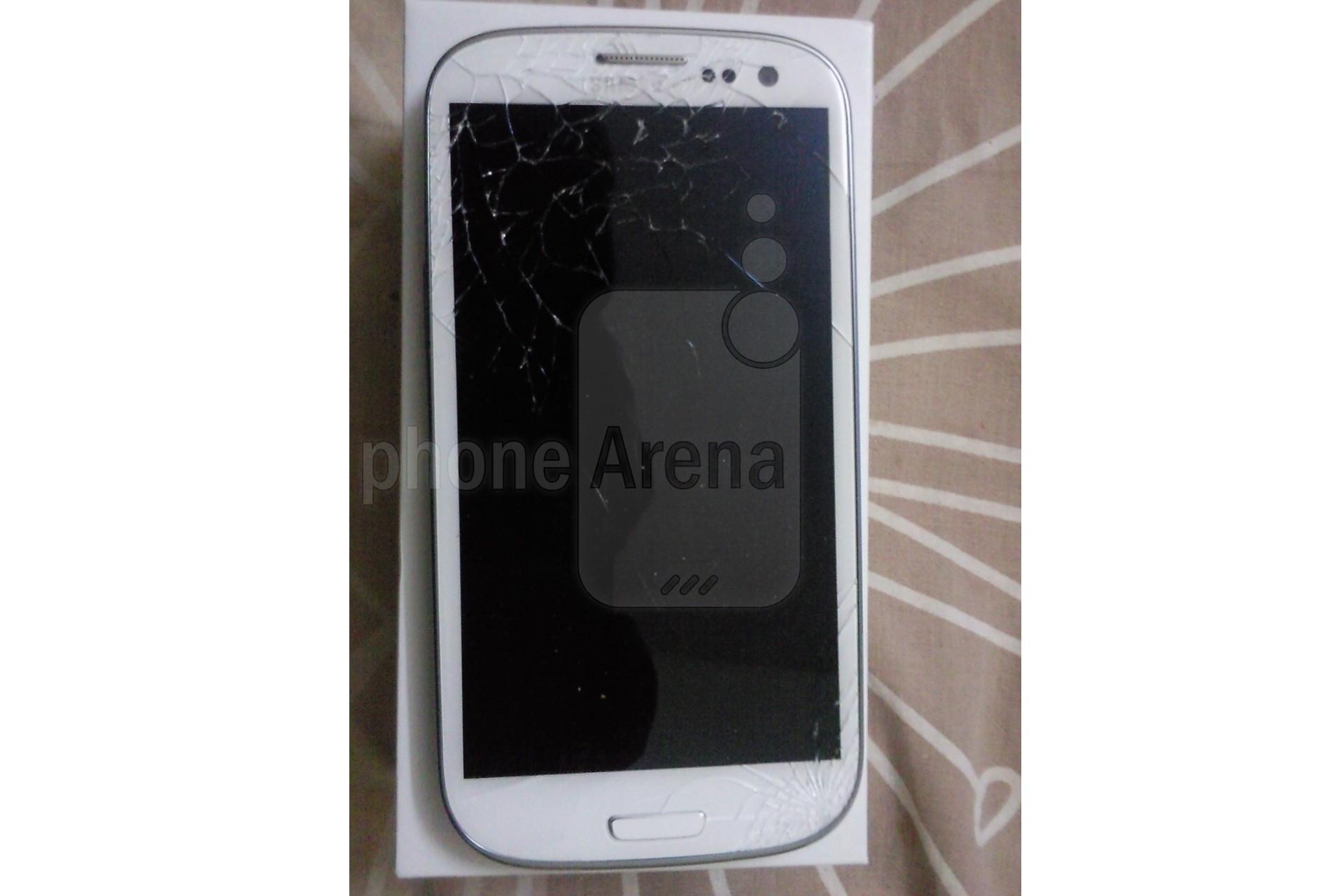 Samsung Galaxy S III: una piccola caduta può provocare la rottura del Gorilla Glass 2