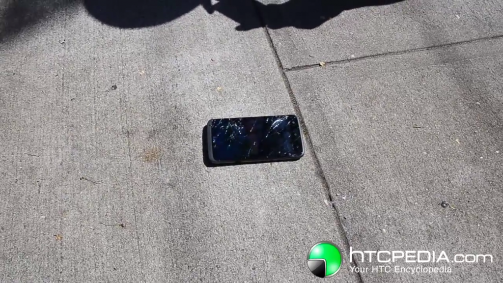 HTC One X, il Gorilla Glass 2 è un flop? [Video Drop Test]