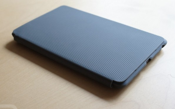 La cover ufficiale del Nexus 7 si mostra in video