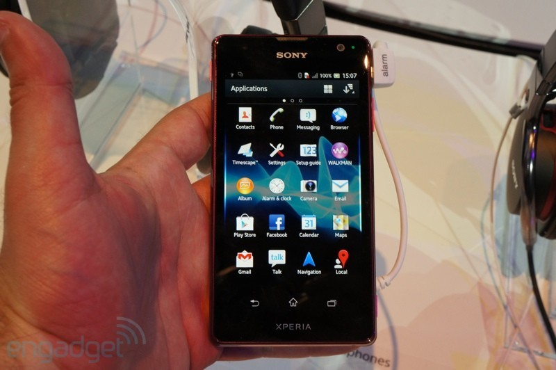 Sony Xperia T: display Bravia vs display Super AMOLED