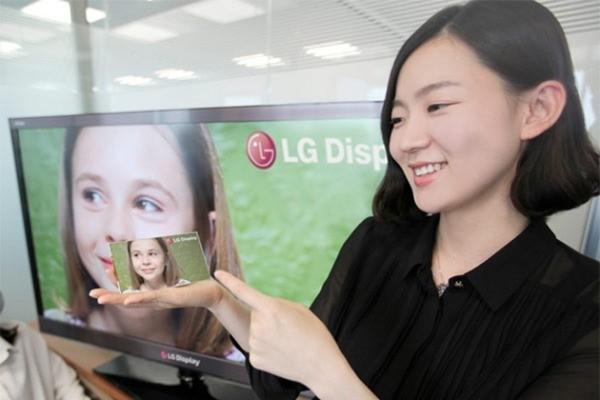 Sharp avvia la produzione di un nuovo display da 5 pollici Full-HD e 443 PPI