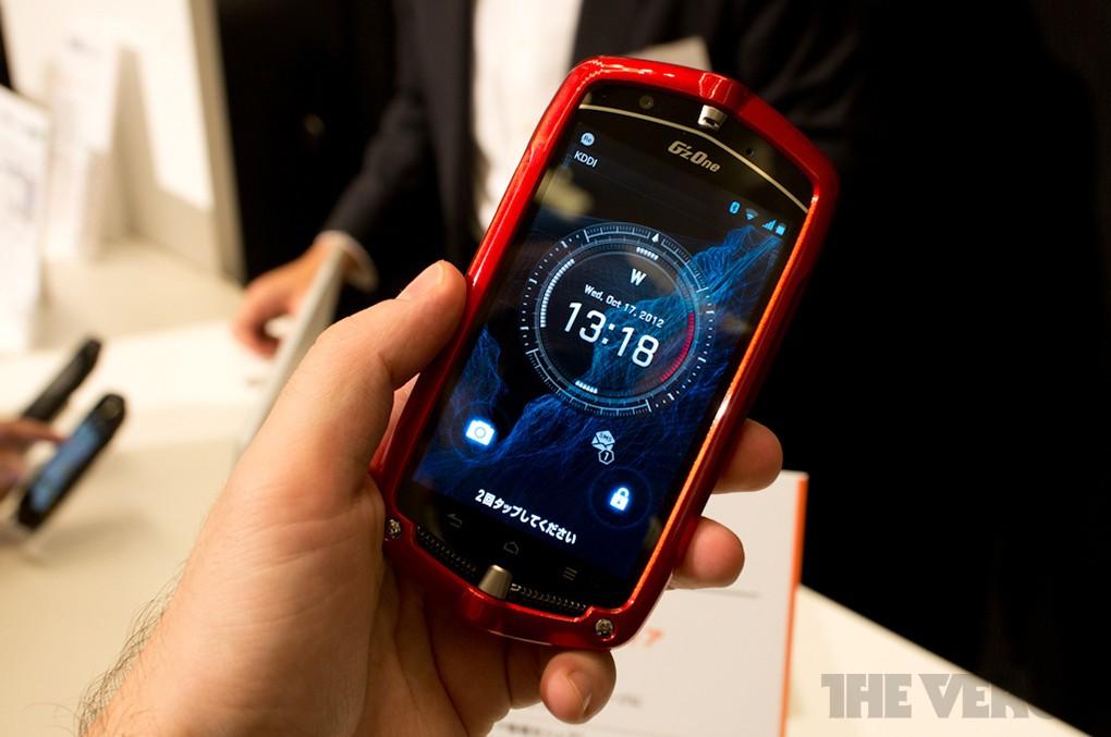 Casio G'z One Type-L: lo smartphone indistruttibile