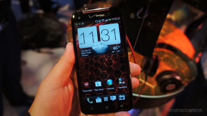 HTC Droid DNA: phablet Android per gli USA con Verizon