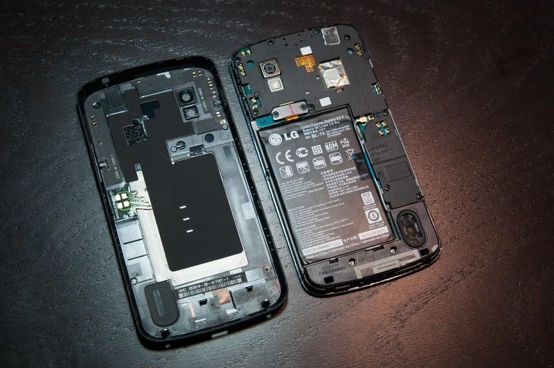 LG Nexus 4: batteria facilmente removibile, ma non per tutti