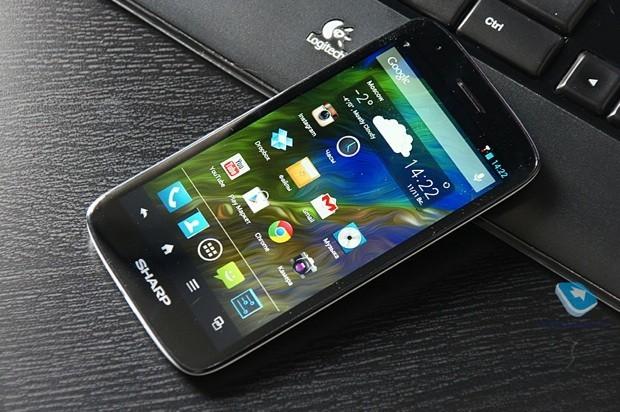 Sharp Aquos Phone SH930W: test benchmark e prime fotografie