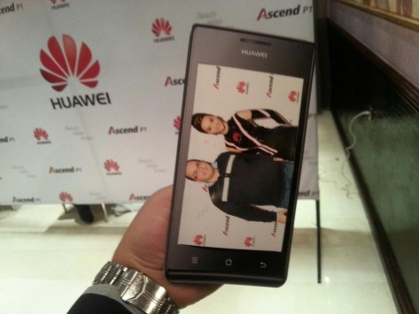 Fotografato uno smartphone Huawei con display da 8.5 pollici