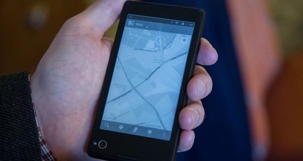 YotaPhone: lo smartphone Android con doppio display al CES 2013 (video)