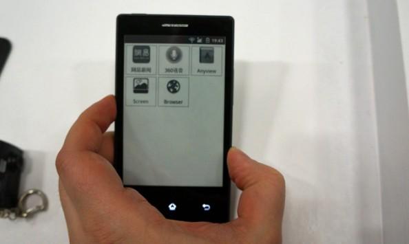 Meno colore, più batteria: ecco lo smartphone Android che resta acceso una settimana