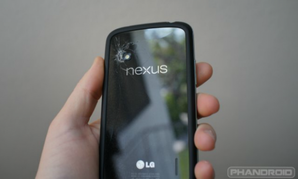 Nexus 4: disponibile video tutorial per sostituire la cover della batteria