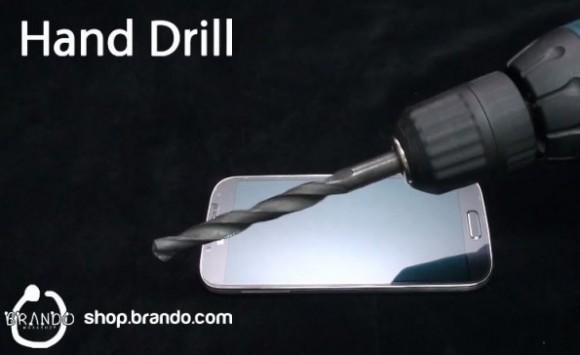 Samsung Galaxy S IV: stress test per la pellicola Brando