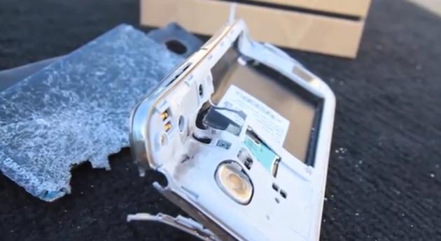 Samsung Galaxy S IV vs Fucile cal .50: il test di resistenza impossibile