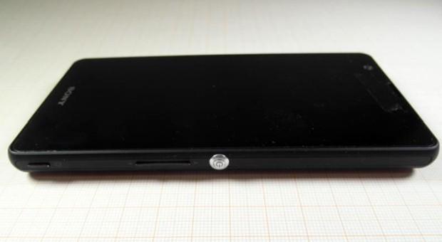 Sony Xperia A: smartphone da 5 pollici e batteria removibile da 2'300 mAh approvato dalla FCC
