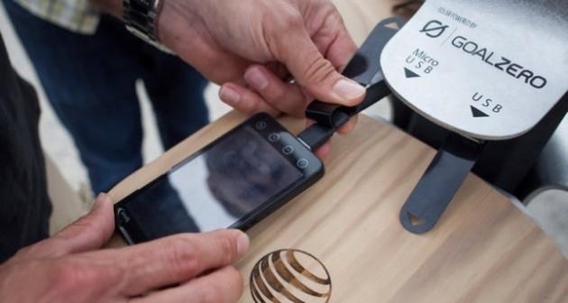New York, AT&T introduce postazioni di ricarica a energia solare per smartphones e tablets
