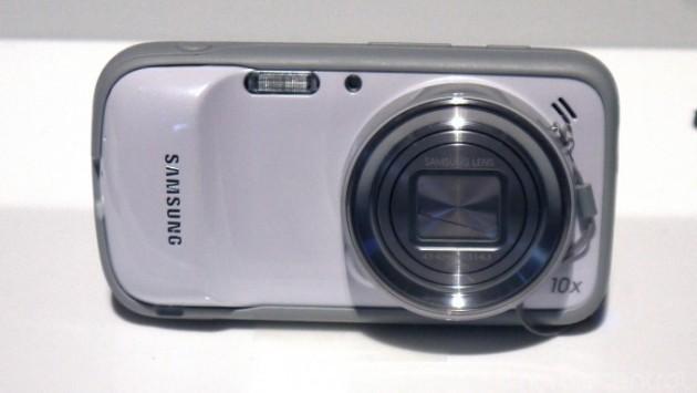 Samsung Galaxy S4 Zoom: ufficialmente disponibile da domani nel Regno Unito a 515€