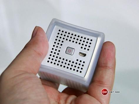 Smart Beam, dalla Corea il mini-proiettore portatile da smartphone