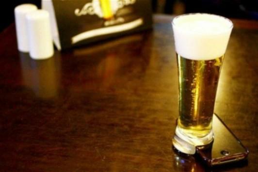 The Offline Glass, in Brasile arriva il bicchiere da birra per staccarsi dallo smartphone