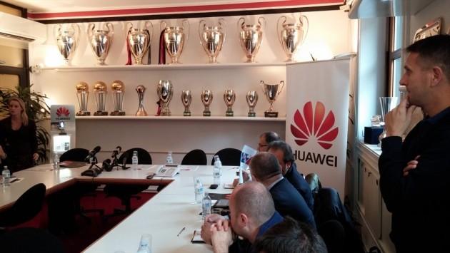 Huawei diventa sponsor di AC Milan e punta al mercato italiano