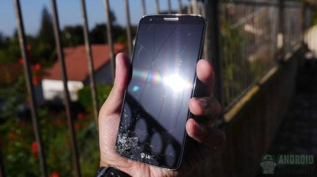 LG G2: è arrivato il momento del drop test