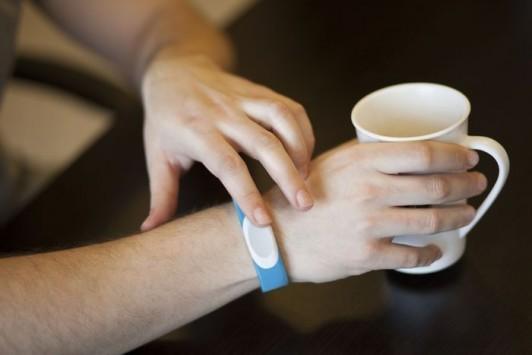 TapTap sbarca su Kickstarter, ecco il braccialetto per i romantici