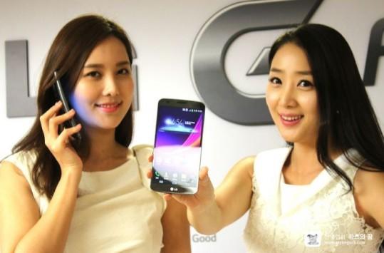 LG G Flex ufficiale in Corea: foto e nuove curiosità