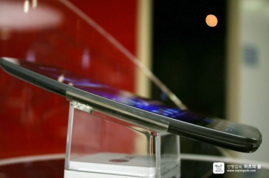 LG G Flex 2: come reagirà ad un pick-up e ad un calibro 50? [VIDEO]