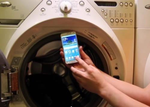 Samsung Galaxy S5: superato il test estremo della lavatrice
