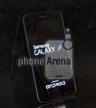Samsung Galaxy F si mostra anche in colorazione oro