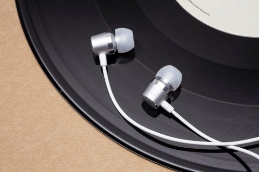 OnePlus Silver Bullet Earphones: le nuove cuffie per One