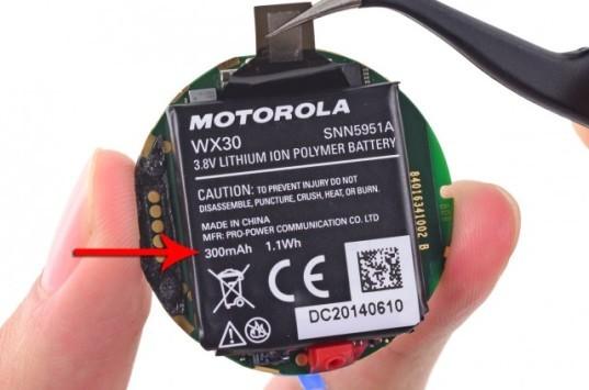 iFixit: la batteria del Moto 360 è più piccola di quanto dichiarato