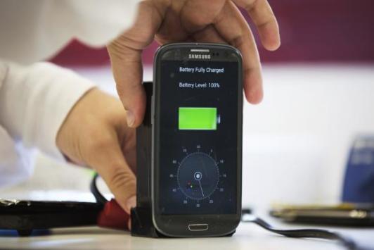 Smartphone con batteria che si ricarica in 30 secondi in arrivo nel 2016?