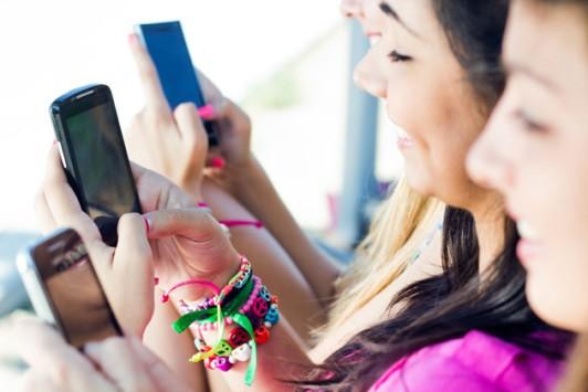 Gli smartphone cambiano le nostre dita, i risultati di uno studio di ricerca