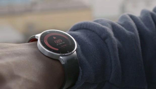 Alcatel OneTouch: uno smartwatch bello, economico e alla moda