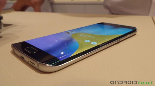 Cresce l'interesse verso Galaxy S6 Edge: Samsung vuole triplicarne la produzione