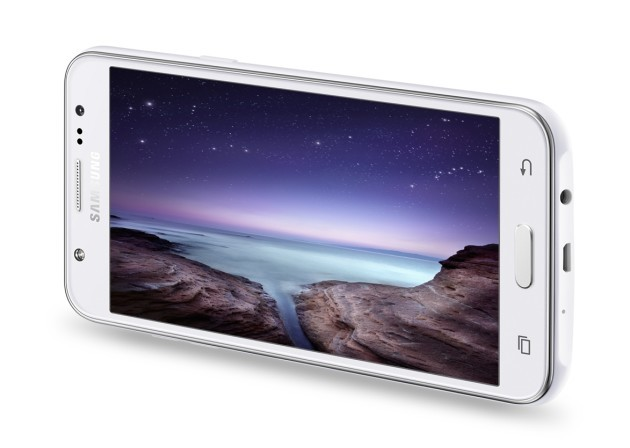 Samsung svela i nuovi Galaxy J5 e Galaxy J7, entrambi dotati di flash LED frontale
