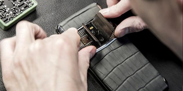 Vertu Signature Touch 2: lo smartphone più lussuoso del momento è arrivato; sceicchi, ci siete?